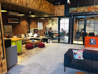 Mr Mittal Office, Noida- Industrial Atmosphere created by Voila Home, for a office and a library to be used by people practicing budhism Industrial style living room by Voila Home Industrial