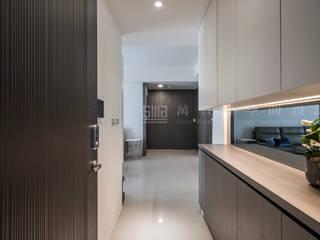 Pasillos, vestíbulos y escaleras de estilo moderno de SING萬寶隆空間設計 Moderno