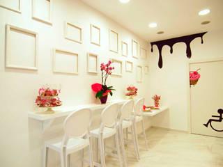Reforma local comercial Delicies Cupcakes Espai Interiorismo y Reformas Gastronomía de estilo moderno Blanco