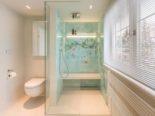 Stylish Bathroom Salle de bain moderne par Vivante Moderne