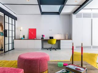 REMANSO DE COLOR EN EL BARRIO DE SANTA CATALINA - MALLORCA Estudios y despachos de estilo moderno de Bconnected Architecture & Interior Design Moderno