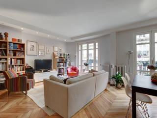 Phòng khách phong cách kinh điển bởi Alessandra Pisi / Pisi Design Architectes Kinh điển