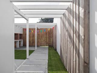 Estudio de Arquitectura Sra.Farnsworth Scandinavian style garden