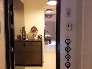 Bagaitkar Residence Interiors Modern corridor, hallway & stairs by Vangikar Architects Modern