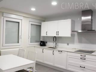 Reforma de una vivienda en Burgos Cocinas de estilo ecléctico de Cimbra47 Ecléctico