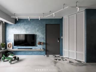 Modern Living Room by 湜湜空間設計 Modern
