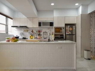 思樂冰的家 現代廚房設計點子、靈感&圖片 根據 八寶空間美學| BABODESIGN 現代風