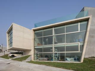 Casa LV1 (casa nanchi 1 y 2) de T+E ARQUITECTOS Minimalista