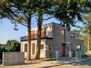 SILVERCUBE - exklusives Stadthaus in Hamburg -Eissendorf Schulz & Budinger Ingenieure Mehrfamilienhaus Ziegel Metallic/Silber