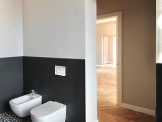 Moderne badkamers van Architetto Luigi Pizzuti Modern