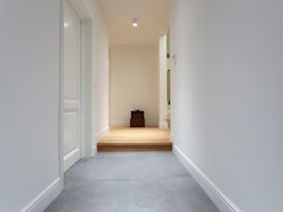 Modern corridor, hallway & stairs by Architetto Francesco Franchini Modern