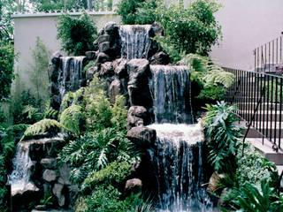 RESIDENCIA EN LOMAS ALTAS Muray Paisajistas, S.C Estanques de jardín