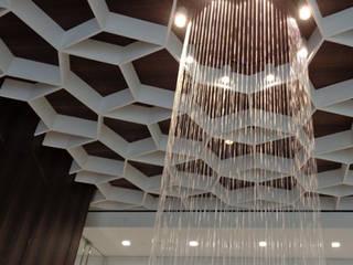 """Водный занавес """"МОТИВ"""" Коридор, прихожая и лестница в стиле минимализм от Нерис СпаАрт Минимализм"""