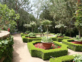 Французский сад с скульптурным фонтаном из бронзы Сад в классическом стиле от Нерис СпаАрт Классический