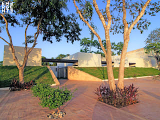 Salas de Velación Mpio. Solidaridad Clínicas y consultorios médicos de estilo moderno de EMERGENTE | Arquitectura Moderno