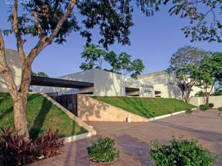 Moderne gezondheidscentra van EMERGENTE | Arquitectura Modern