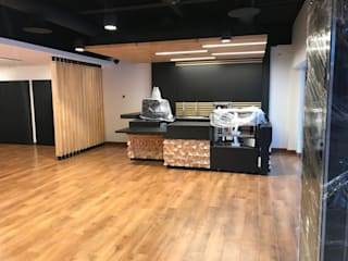Habilitación Work Café Banco Santander Constructora e Inmobiliaria Santo Domingo SPA Cocinas de estilo moderno