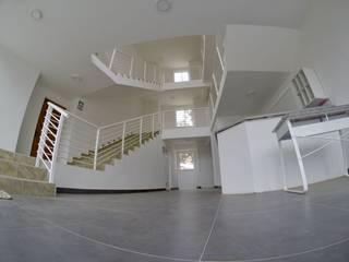 Edificio Vista Pacífico - Algarrobo Constructora e Inmobiliaria Santo Domingo SPA Pasillos, vestíbulos y escaleras modernos