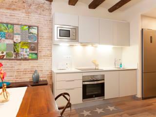 Decoración Integral piso para alquiler en Barcelona de Lala Decor HomeStaging & Reformas Integrales de pisos Moderno