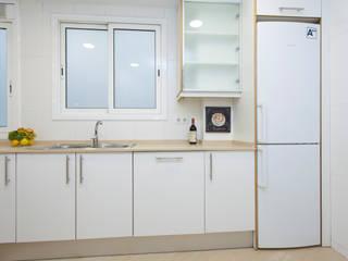 Home Staging en vivienda vacía de Lala Decor HomeStaging & Reformas Integrales de pisos Moderno