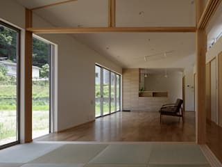 Eclectic style media rooms by 株式会社 井川建築設計事務所 Eclectic