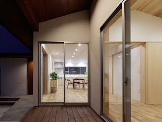 Eclectic style balcony, porch & terrace by 株式会社 井川建築設計事務所 Eclectic