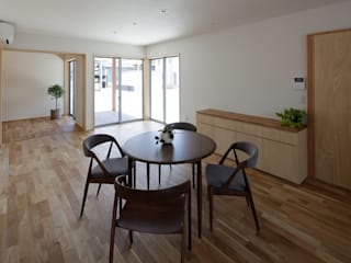 Eclectic style dining room by 株式会社 井川建築設計事務所 Eclectic