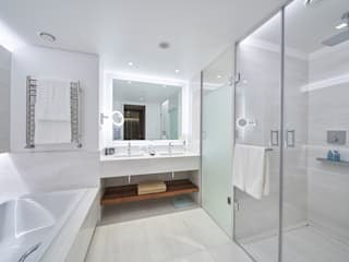 Casa de Banho Casas de banho clássicas por Domingos Trovisco Paixão, Lda Clássico