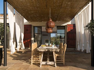 Mediterranean style balcony, veranda & terrace by Bconnected Architecture & Interior Design Mediterranean