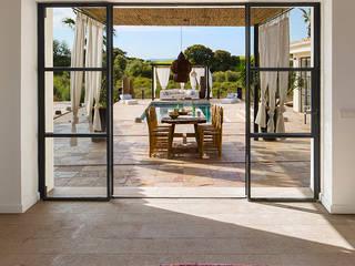 INSPIRATION BY NATURE Balcones y terrazas de estilo mediterráneo de Bconnected Architecture & Interior Design Mediterráneo