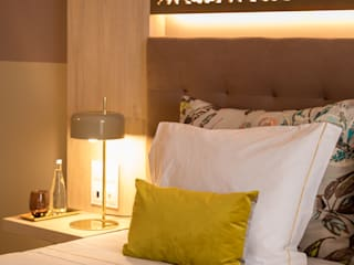 Lara Matos_arquitectura+design interiores+consultoria Modern Bedroom Wood Pink