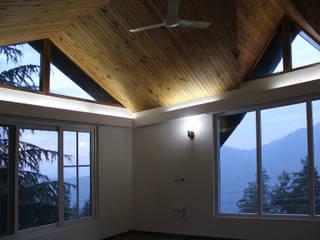 Villa Ravine Classic style living room by Amit Khanna Design Associates Classic