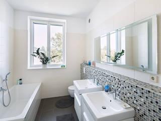 クラシックスタイルの お風呂・バスルーム の Müllers Büro クラシック タイル