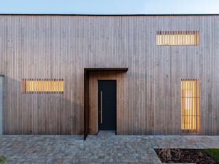 Jenohr + Mezger Single family home Wood Grey