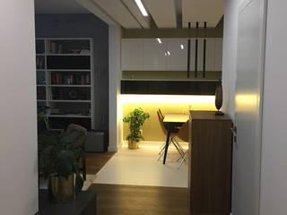 Karolina Radoń Architects Nowoczesny korytarz, przedpokój i schody od Karolina Radoń Design Nowoczesny