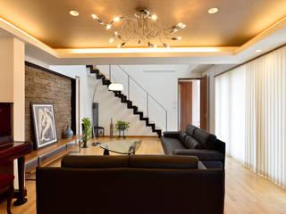 Ruang Keluarga Modern Oleh 松浦旦美建築事務所 Modern