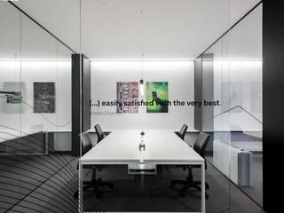 Escritório na Luz por ALIGHT Moderno