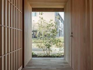 木津川の家 モダンスタイルの 玄関&廊下&階段 の HEARTH ARCHITECTS/ハース建築設計事務所 モダン
