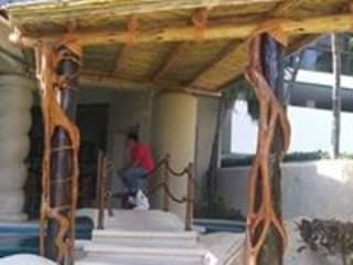 pergolas y barandales Balcones y terrazas rústicos de Cabañas pérgolas y barandales Rústico