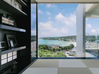 海を望む高台の家 地中海デザインの 多目的室 の 株式会社 紀建設 スタジオビスポーク 地中海