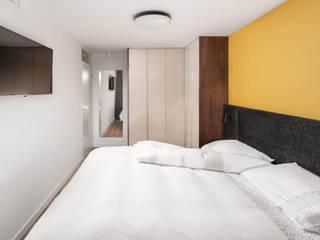 Kleine slaapkamer met luxe inrichting: modern  door De Suite, Modern