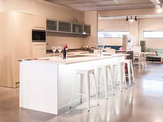 Sección cocinas Cocinas de estilo moderno de EL PILAR MUEBLES Moderno