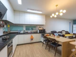 Cucina moderna di 한글주택(주) Moderno