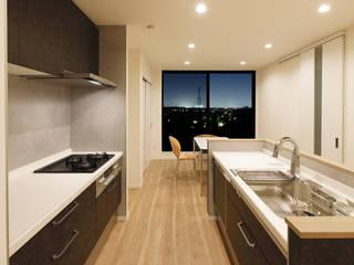 眺望を生かした 狭小敷地に建つ家 の ナイトウタカシ建築設計事務所 モダン