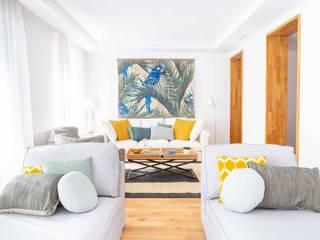 Apartamento Madrid Salones de estilo clásico de ISOLVARO Clásico