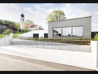 Pfarrheim Premberg Moderne Häuser von plusEnergieArchitektur Modern