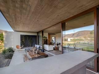 Casa Larrain Balcones y terrazas mediterráneos de JPV Arquitecto Mediterráneo