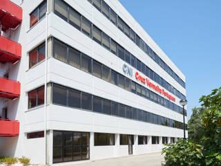 Complexo de Neurointervenção da Cruz Vermelha Escritórios modernos por Medd Design Moderno