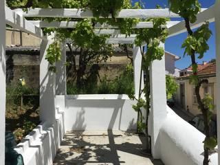 Habitação Montarroio Varandas, marquises e terraços modernos por HUMA arquitetura Moderno