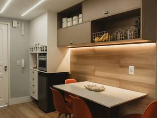 Cozinha_apto 1001 Cozinhas modernas por Lorena Porto - Arquitetura e Interiores Moderno